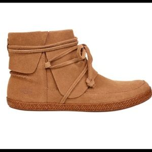 New UGG Reid Moccasin Suede Leather Bootie Size 7